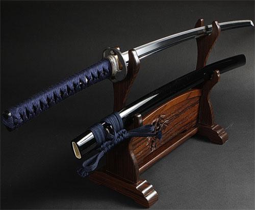柄が紺色の日本刀がかっこいい